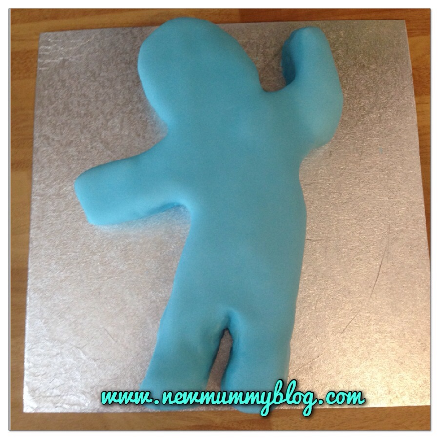 How make an Iggle Piggle cake for a toddler's birthday - easy instructions for this In The Night Garden cake