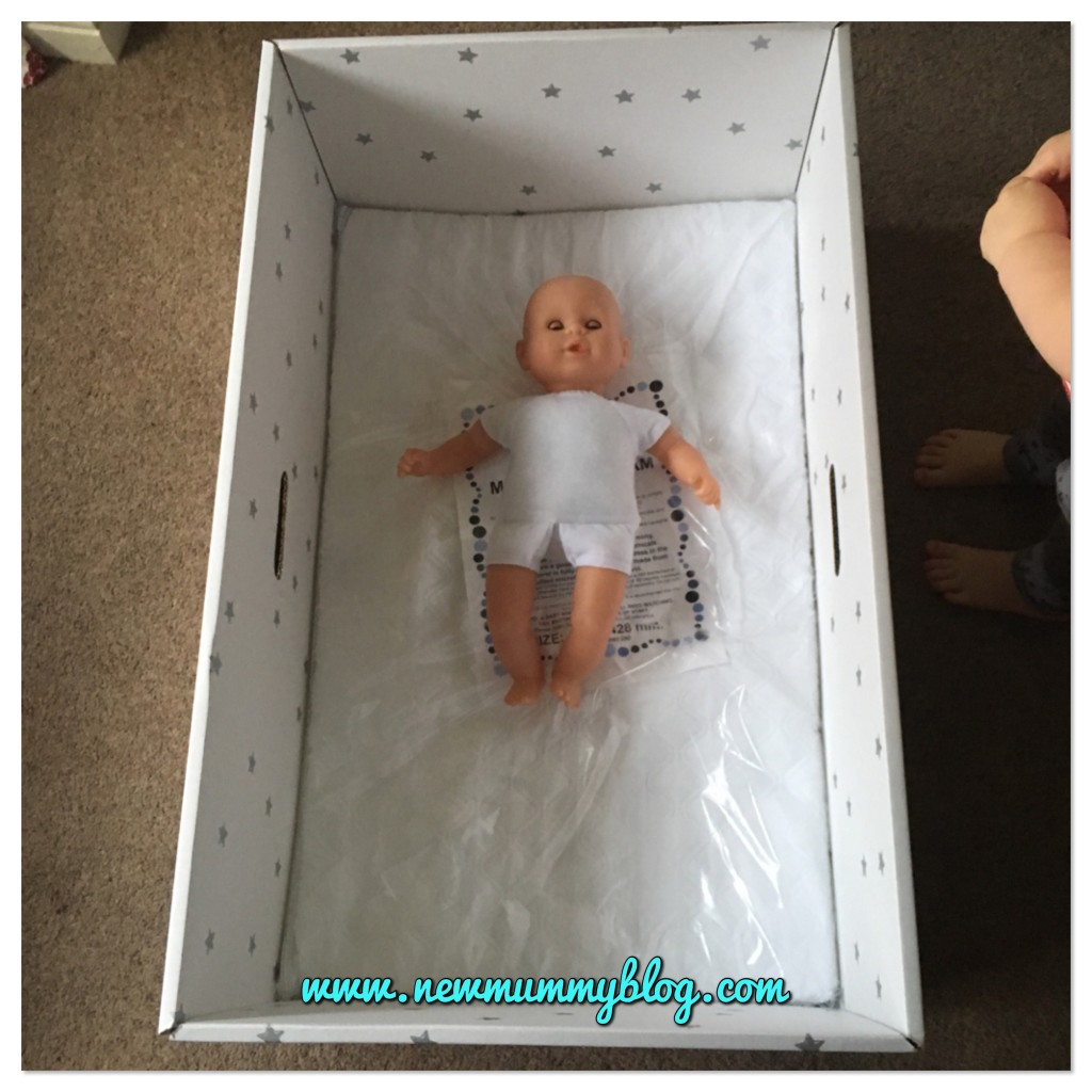 Using a British baby box - with dolly! Mum to be