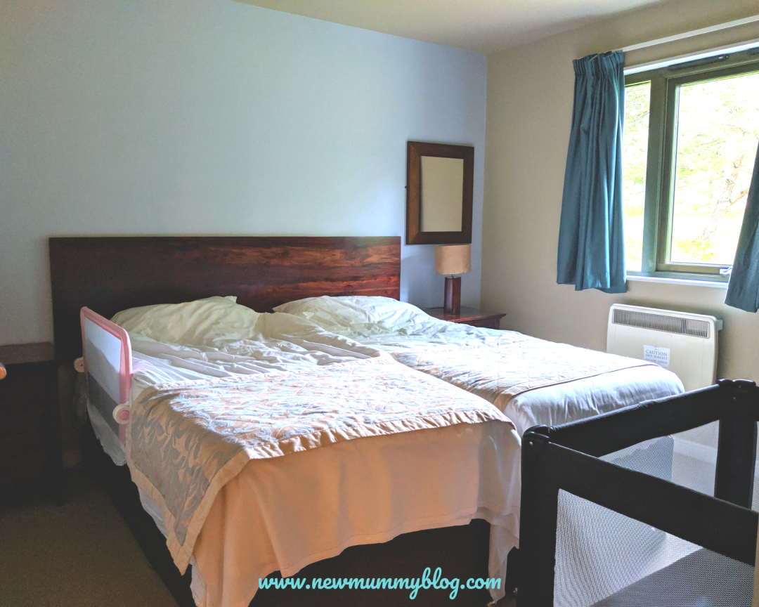 Caldey lodge bluestone review Wales twin bedroom cot provided